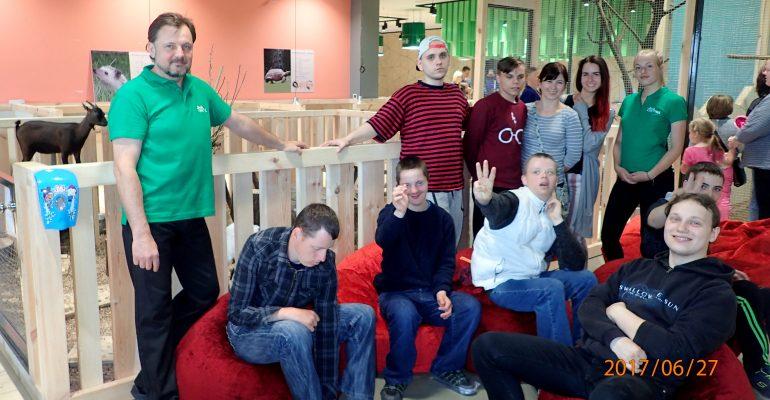 Zoopark svečiuose - neįgalius vaikus remianti organizacija